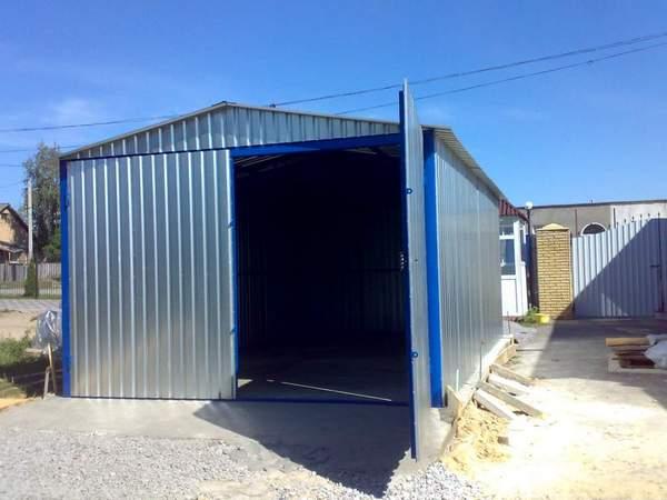 Как построить гараж из профнастила своими руками?