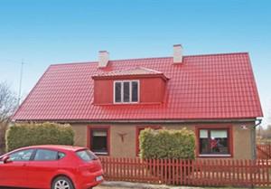 Красный дом и забор