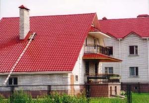Крыша просторного дома