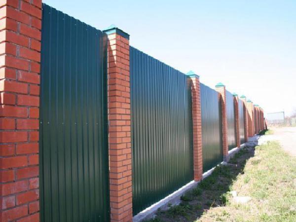 Забор из профлист своими руками — лучший вариант для ограждения