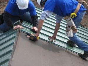Советы от профессионала — как покрыть крышу профнастилом