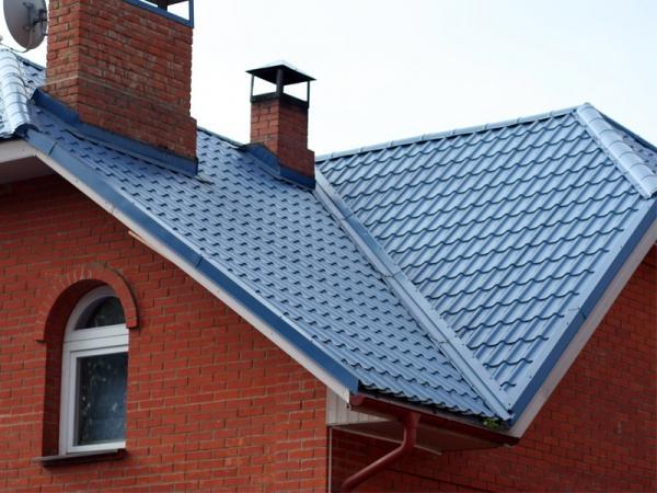 Современные крыши из металлочерепицы — фото, видео и разнообразие покрытий