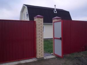 Красивая калитка и забор