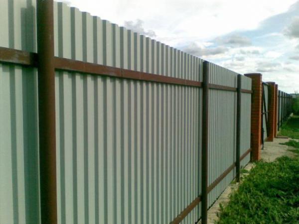 Забор из профнастила и комплектующие к нему