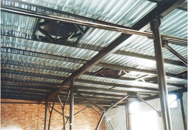 Профлист Н75 на крыше склада