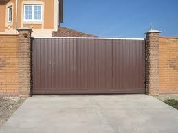 Ворота частного дома из профнастила