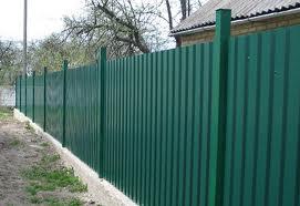 Забор у дачи