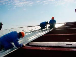 Материалы и способы производства работ при устройстве крыши из профнастила