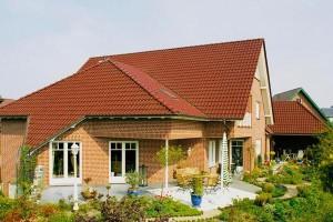 Крыша кирпичного дома