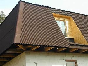 Покрытие крыши на деревянном каркасе